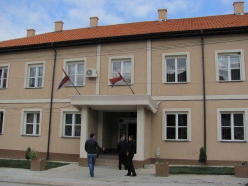 Predsednik opštine suzama branio fotelju