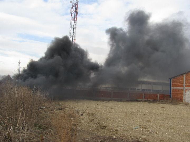 Vatra progutala barake
