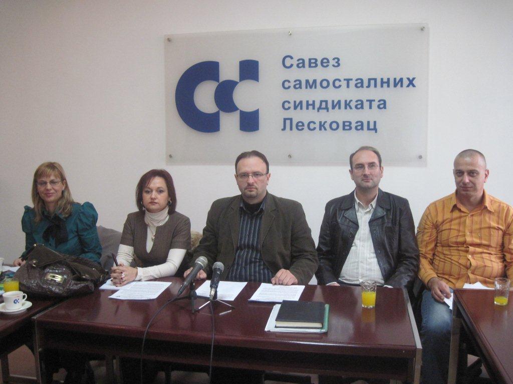 Prosvetari zapretili tužbama zbog jubilarnih nagrada
