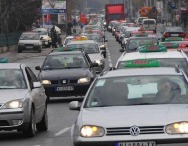 Protesna vožnja zbog uhapšenog taksiste