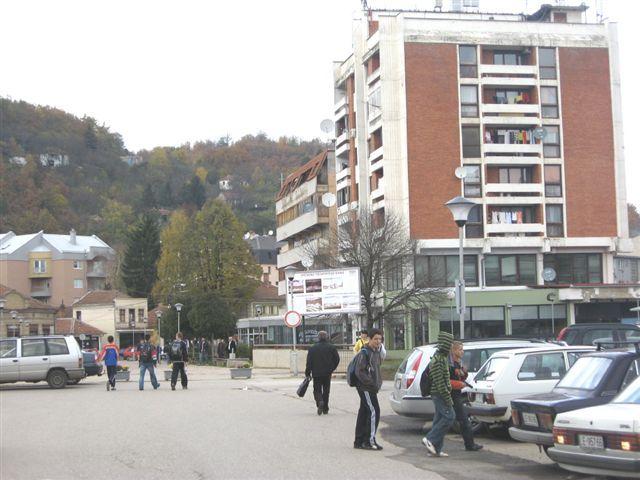 Drašković ubedljivo pobedio, vatromet u Medveđi
