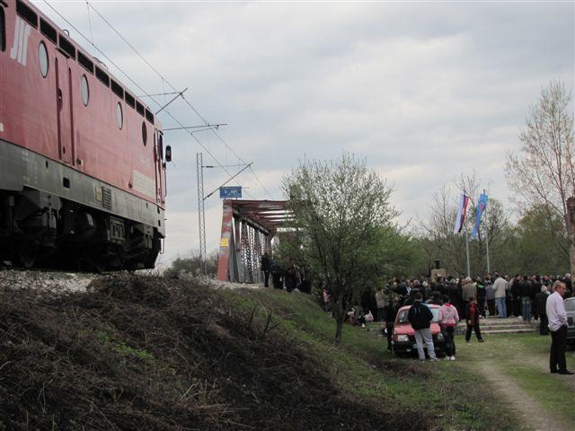 Pomen stradalima u vozu od NATO projektila