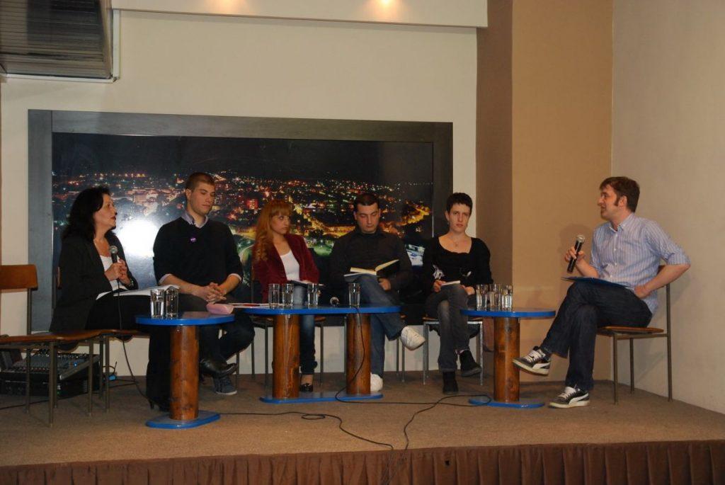 Mladi diskutovali o politici