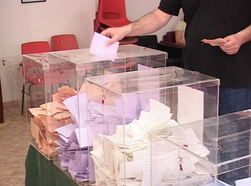 Glasalo 17 odsto manje birača, na 4 mesta tuče
