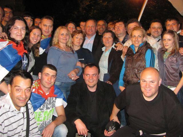 Leskovčani slave Nikolićevu pobedu