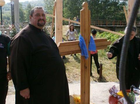 Postavljen litijski krst u centru sela