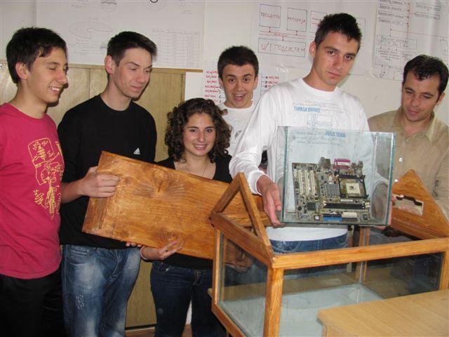 """Učenici """"Rade Metalca"""" napravili kompjuter u akvarijumu"""