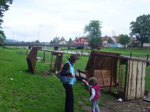 Vandali uništili dečije kućice na Keju