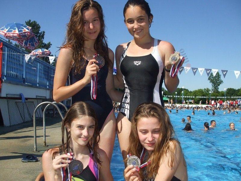 Sve plivačice se vratile sa medaljama