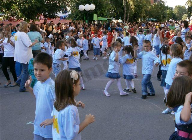 Mališani plesali lebanskim ulicama