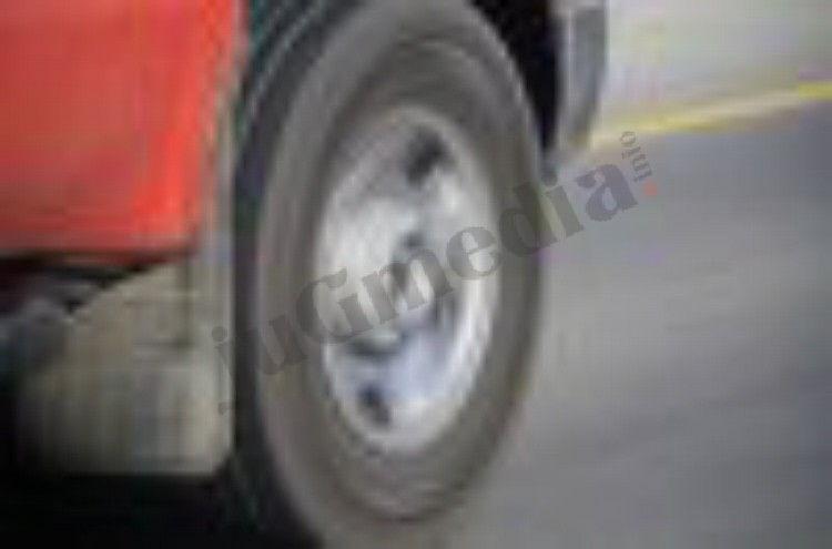 Vozač kamiona poginuo u kabini