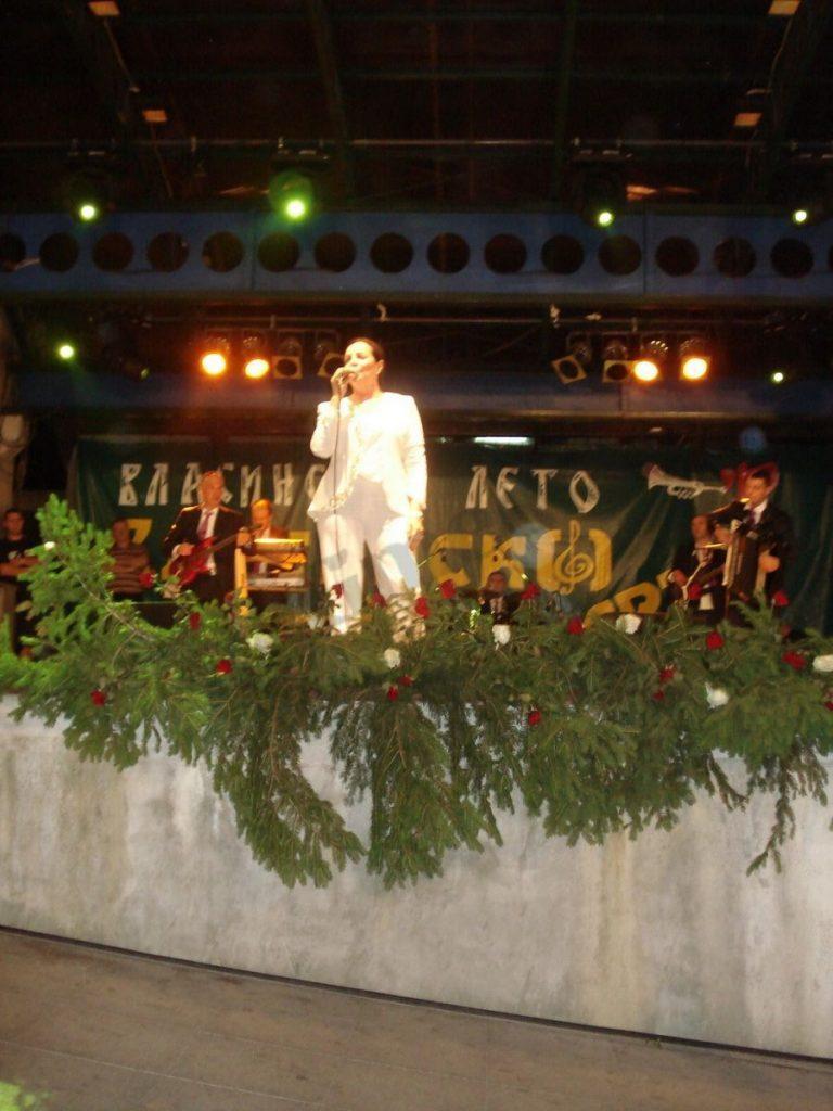 Ana Bekuta peva za 25. rođendan socijalista