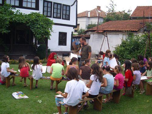 Škola crtanja u dvorištu Muzeja