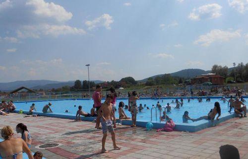 Hiljade kupača na bazenu u Babušnici