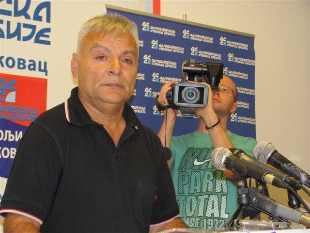 DSS: Oštećen automobil Dragana Savića