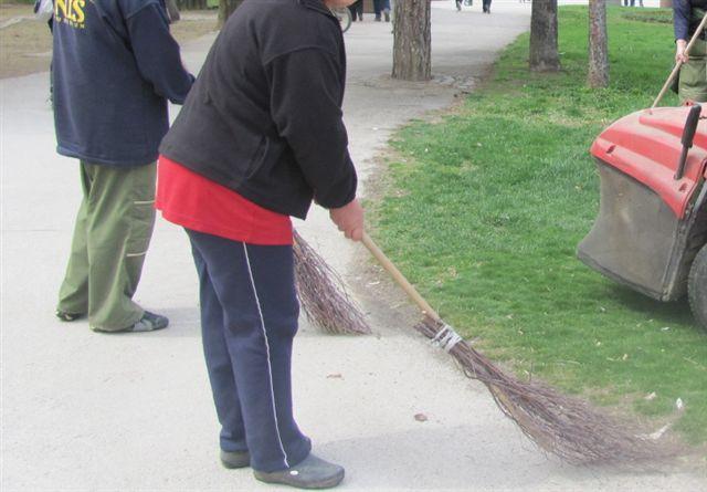 Radnik na prinudom čišćenju grada povredio kuk