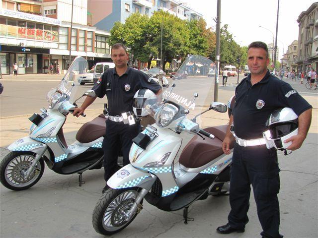 Saobraćajcima grad poklonio motocikle