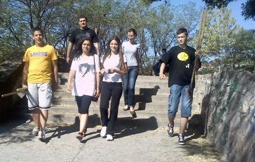 Mladi čiste terene kraj Toplice