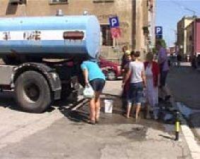 Vlasotince: Cisterna sa vodom ispred opštine