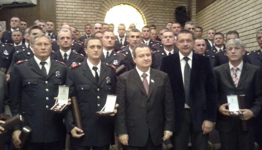Dačić obećao posao za 500 vatrogasaca, a protivnicima GEJ parade poručio da je to državni posao