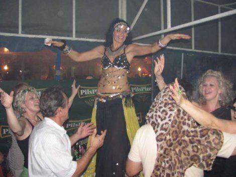 Trbušne plesačice zaludele Leskovčane