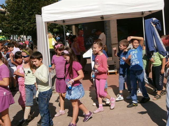 "Predstava ""Bukvar dečijih prava"" dar mališanima u Dečijoj nedelji"