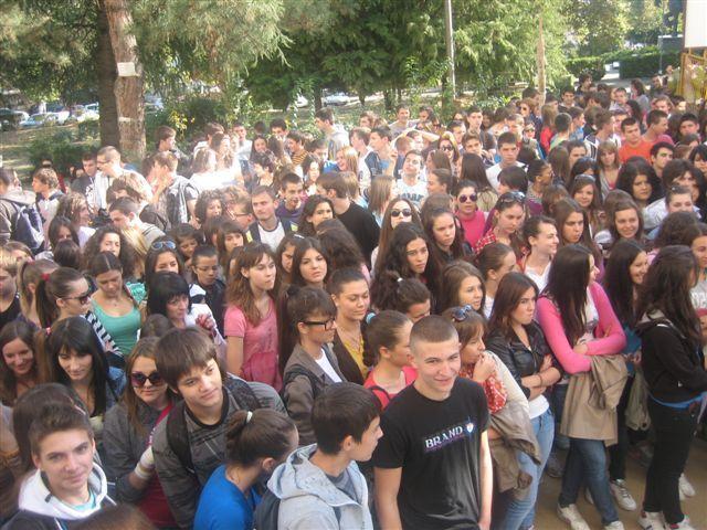 Protest vranjskih gimnazijalaca zbog nedovršene škole