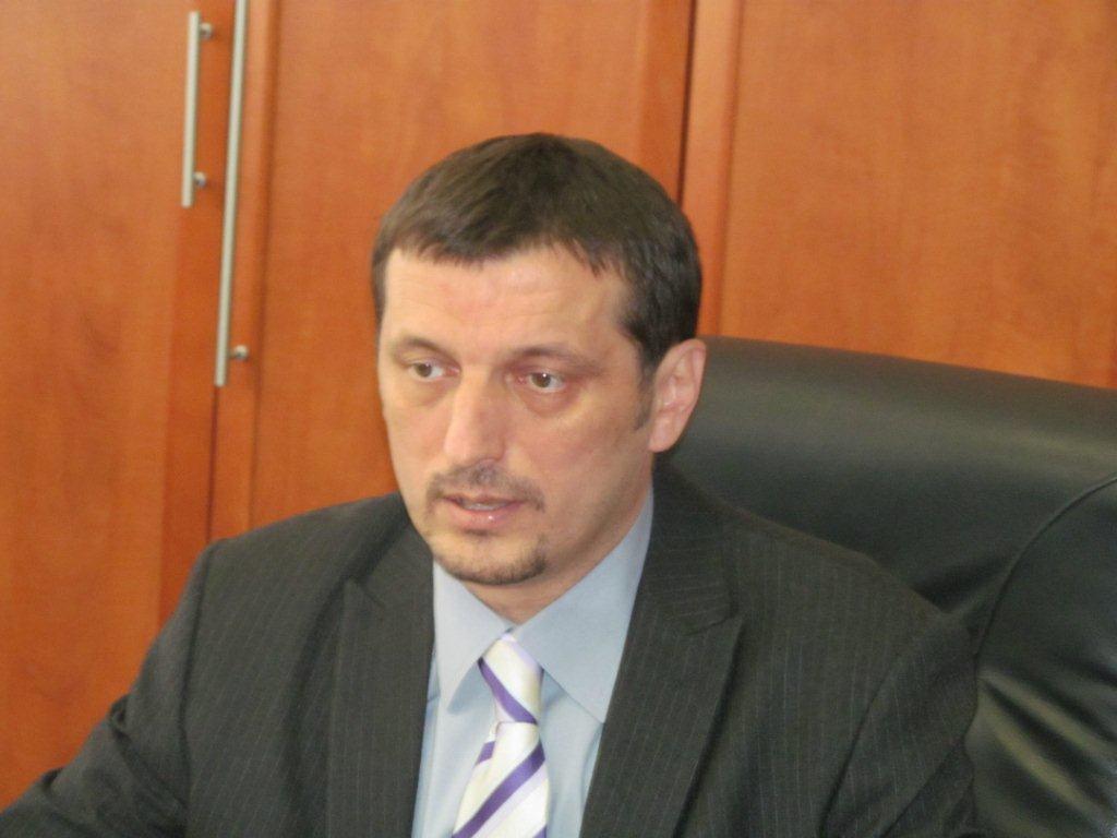 VD niškog Kliničkog centra zavodi red