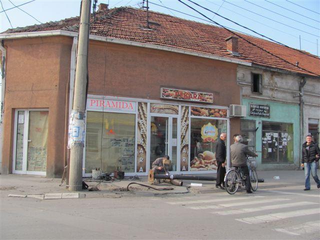 Razvaljen semafor u centru Leskovca