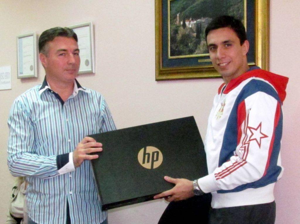 """""""Srebrnom"""" Živkoviću laptop na dar"""