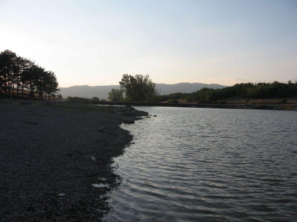 Zatrovano Aleksandrovačko jezero