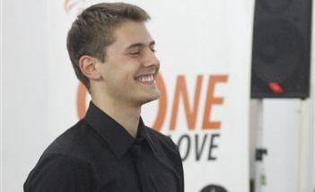 Nikola Mikić osvojio prvu nagradu na takmičenju mladih operskih pevača