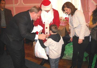 Gradonačelnik podelio novogodišnje paketiće