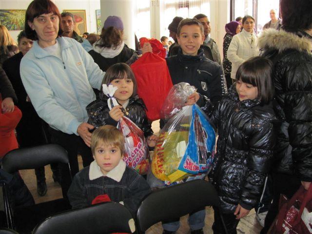 Paketići i za decu siromašnih roditelja