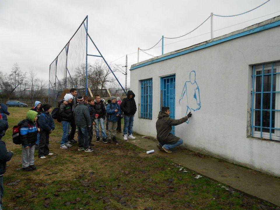 Volonteri oplemenili izgled sportskog terena u Vranjskoj Banji