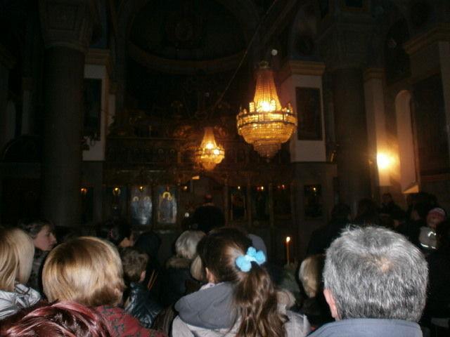 Badnjak goreo ispred crkve u Lebanu