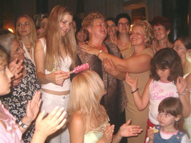 U Leskovcu se na jedinstven način slavi češljanje – devojačko veče