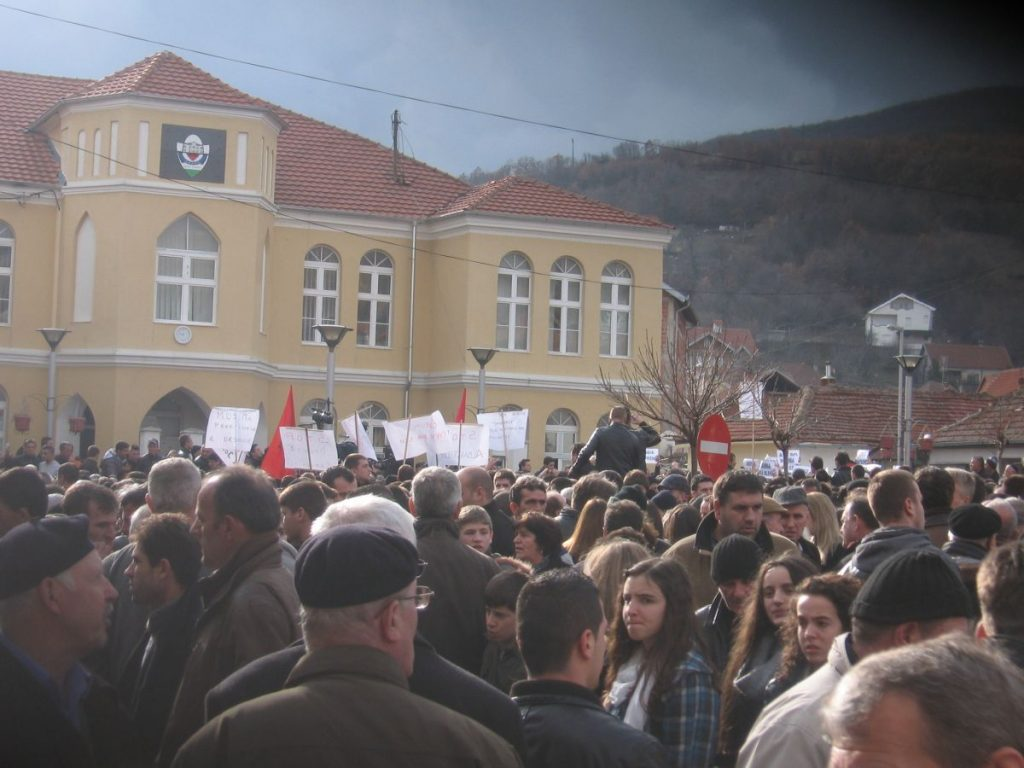 Albanci traže vraćanje spomenika