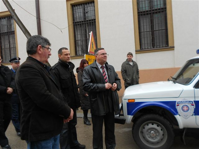 "Opština poklonila policiji ""ladu nivu"""