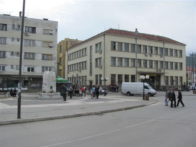 U centru Leskovca ukradeno 10 slivnika