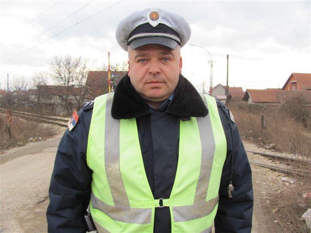 Premijer Dačić će nagraditi policajca koji je spasao dečaka
