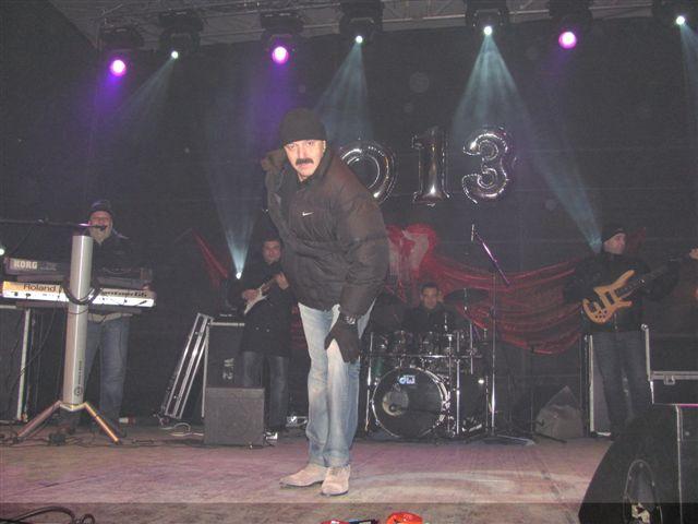 Oko četiri hiljade Leskovčana pevalo sa Harisom Džinovićem