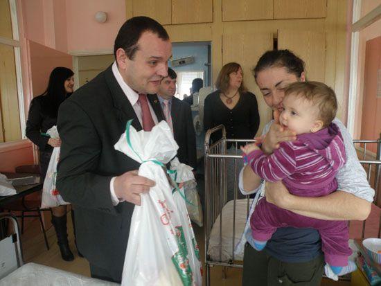 Deca na Odeljenju pedijatrije dobila paketiće
