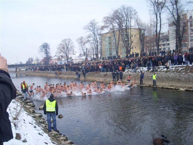 Plivanje za časni krst i Pihtijada u Vlasotincu