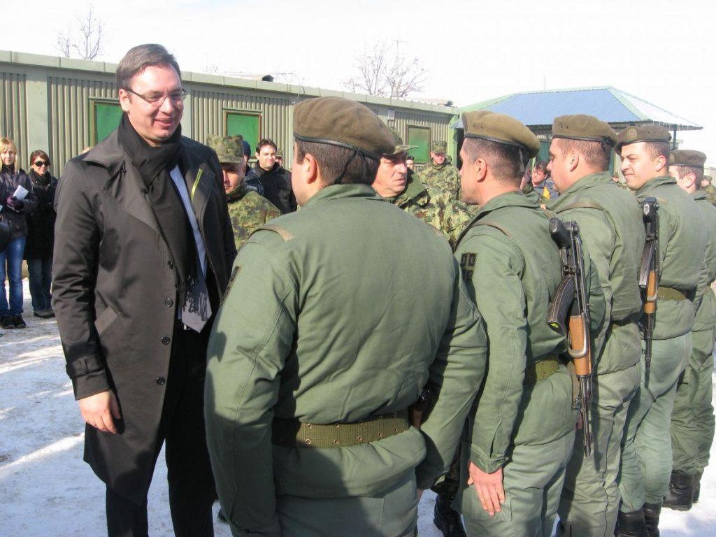 Aleksandar Vučić obišao vojne baze Jug i Dobrosin