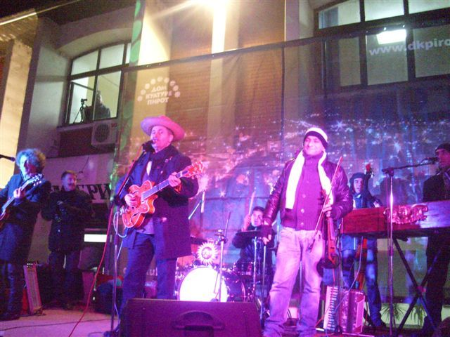 Piroćanci dočekali 2013. sa Garavim sokakom