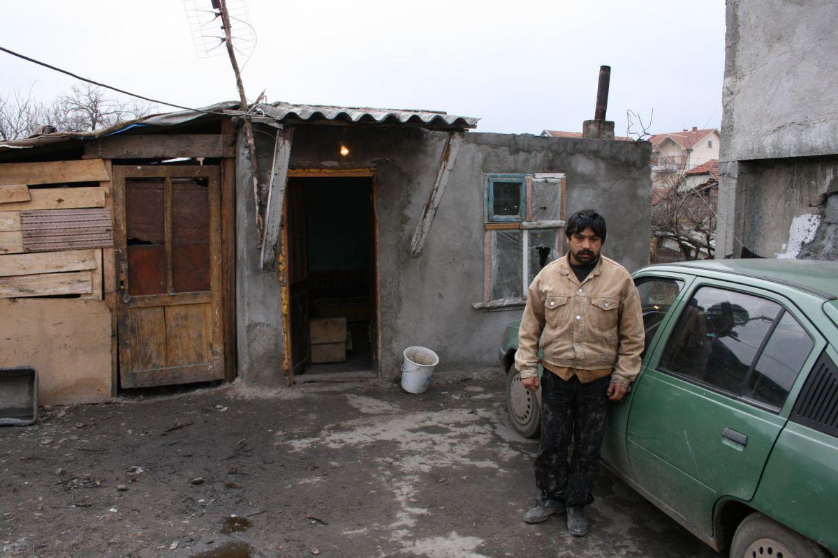 Misteriozna smrt dvogodišnje bebe u romskom naselju u selu Prćilovica