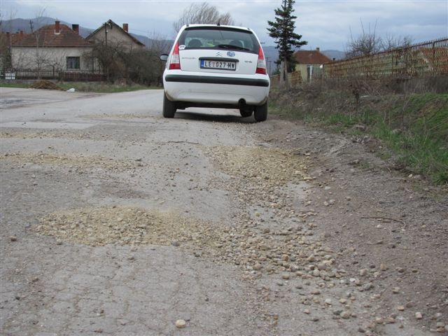 Ni Putevi Srbije ne krpe rupe u Leskovcu