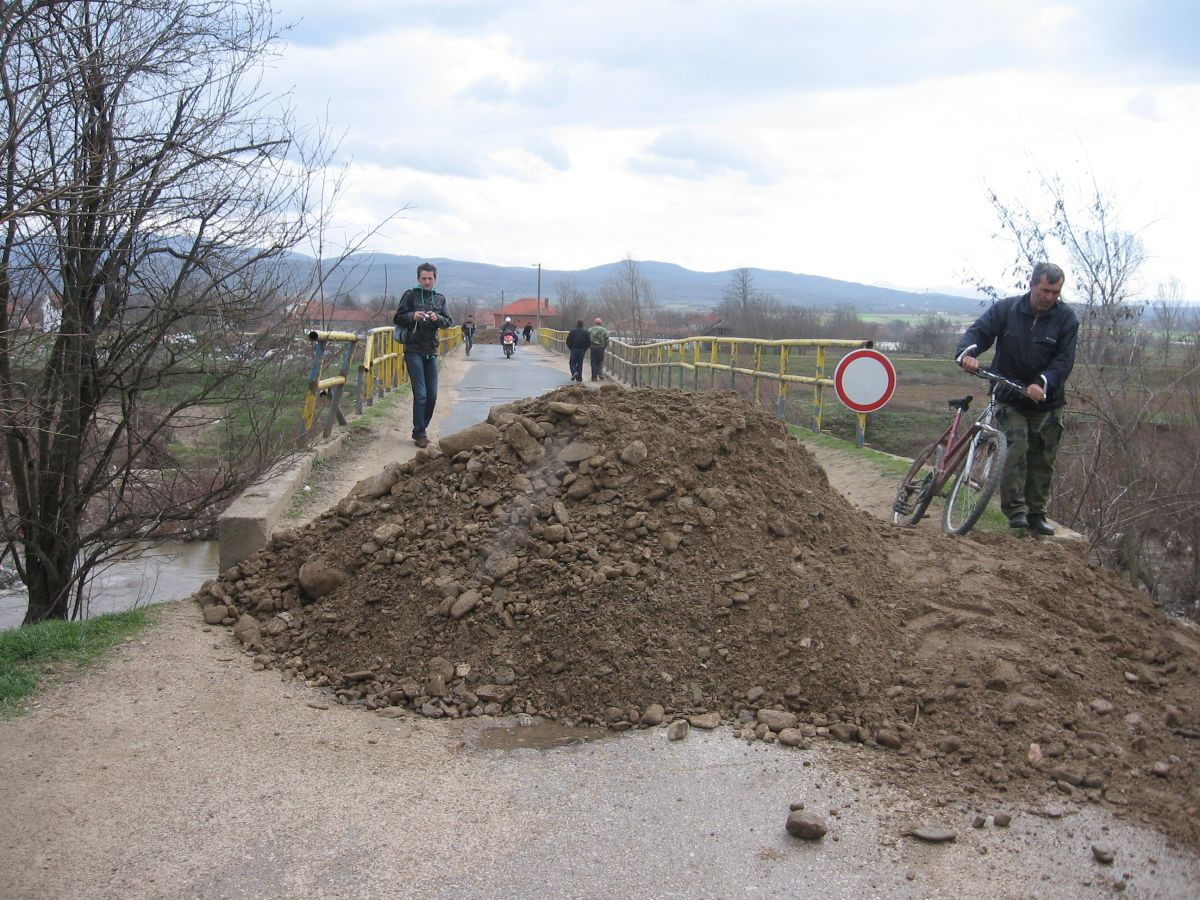 Zatvoren most u Rataju zbog urušavanja