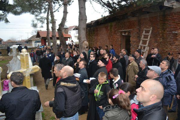 Osveštani krstovi na hramu u Lopardincu